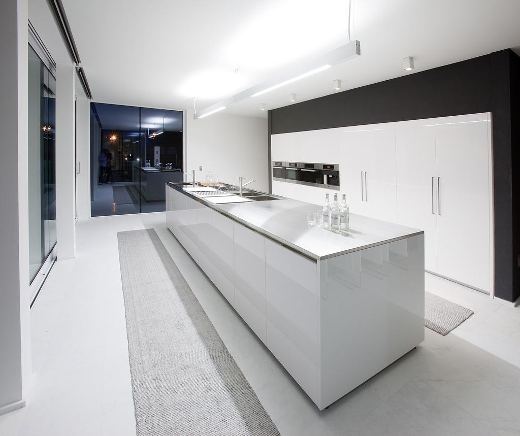 Mini-Pool-At-Luxury-Italian-White-Bathroom-Design