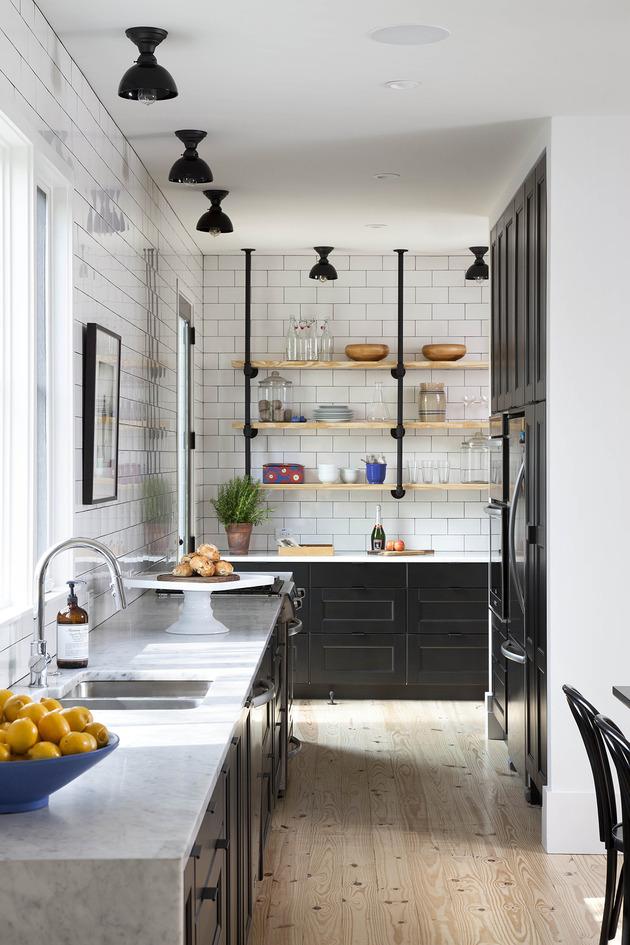 clean-simple-farmhouse-style-kitchen