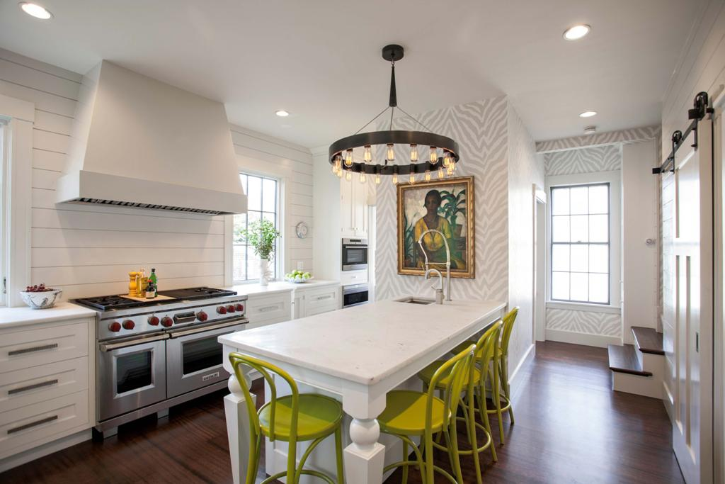 modern-kitchen-inspiration-and-decor_white-wooden-dining-table