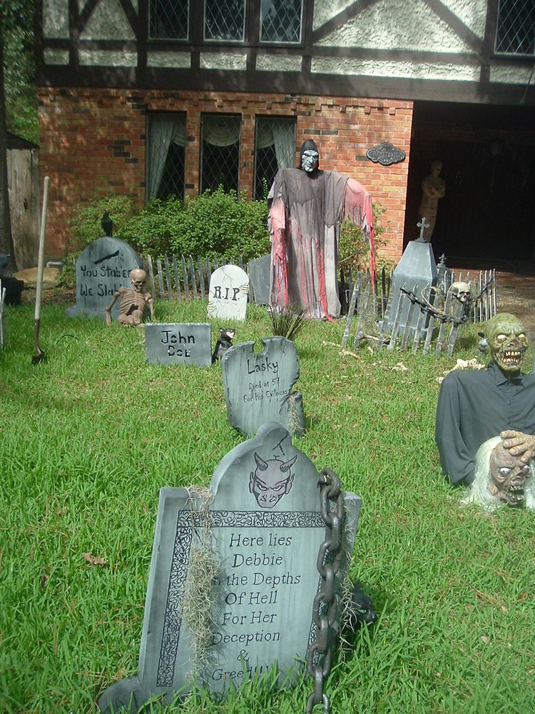 Haunted Exterior Halloween Decorations