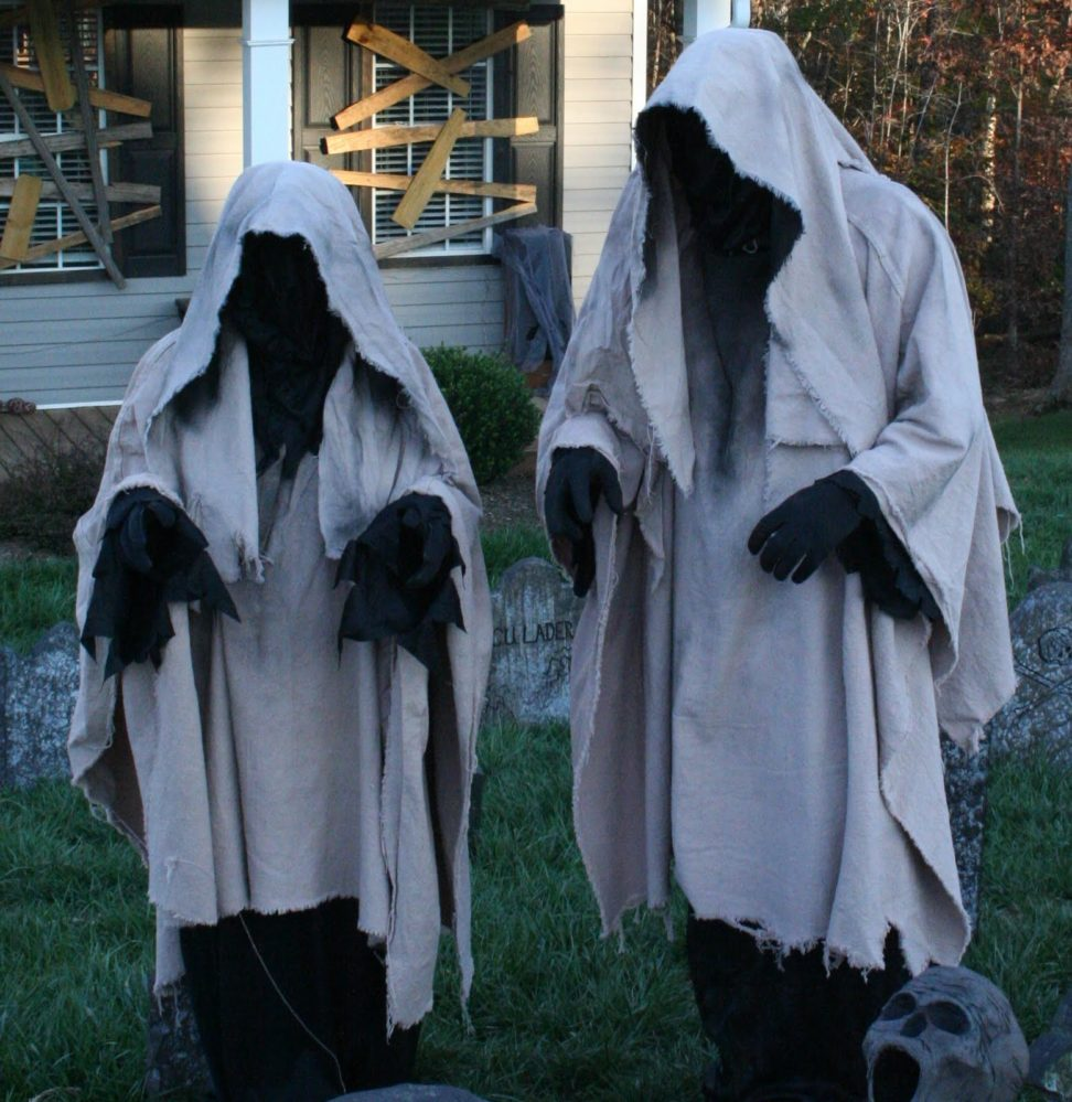 ghosts-halloween-yard-decorations