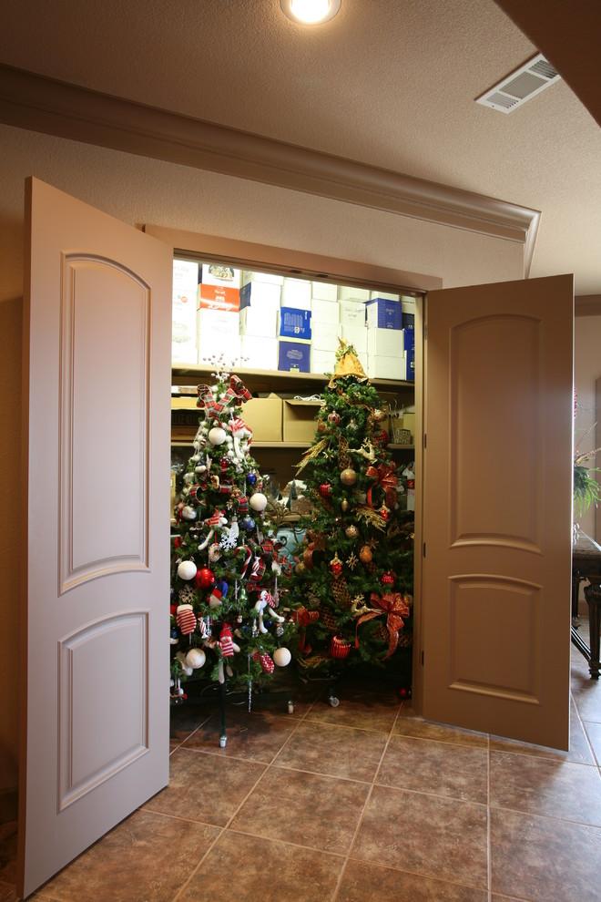 christmas-tree-closet-design