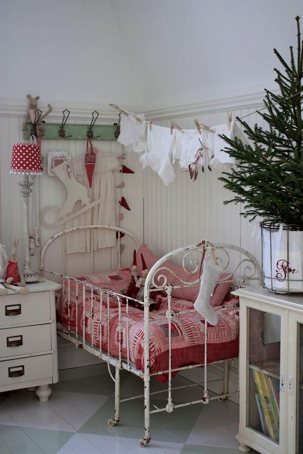 kids-room-christmas-decor-ideas-11