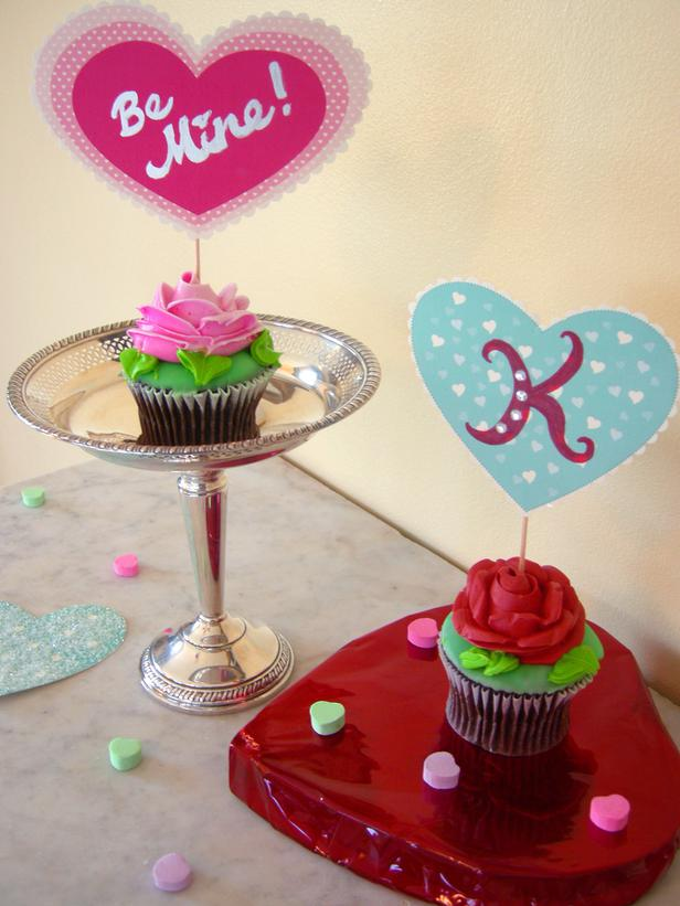 playful-cupcake-toppers