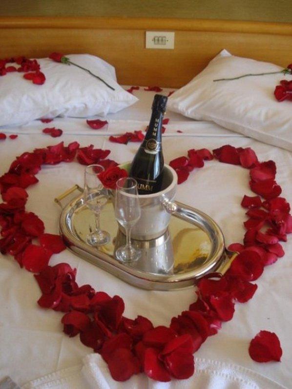 romantic-valentines-bedroom-decorating-ideas-23
