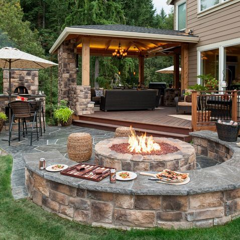 U-Shaped Backyard Patio Design
