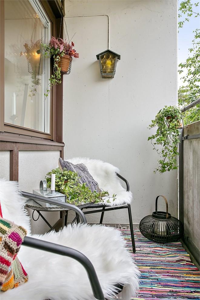 Farmhouse Balcony Design