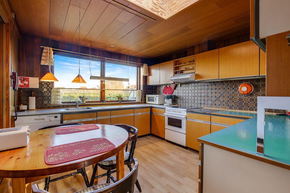 Midcentury Eat-In Kitchen