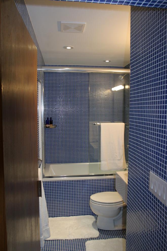 Modern Bathroom Design With Blue Floors