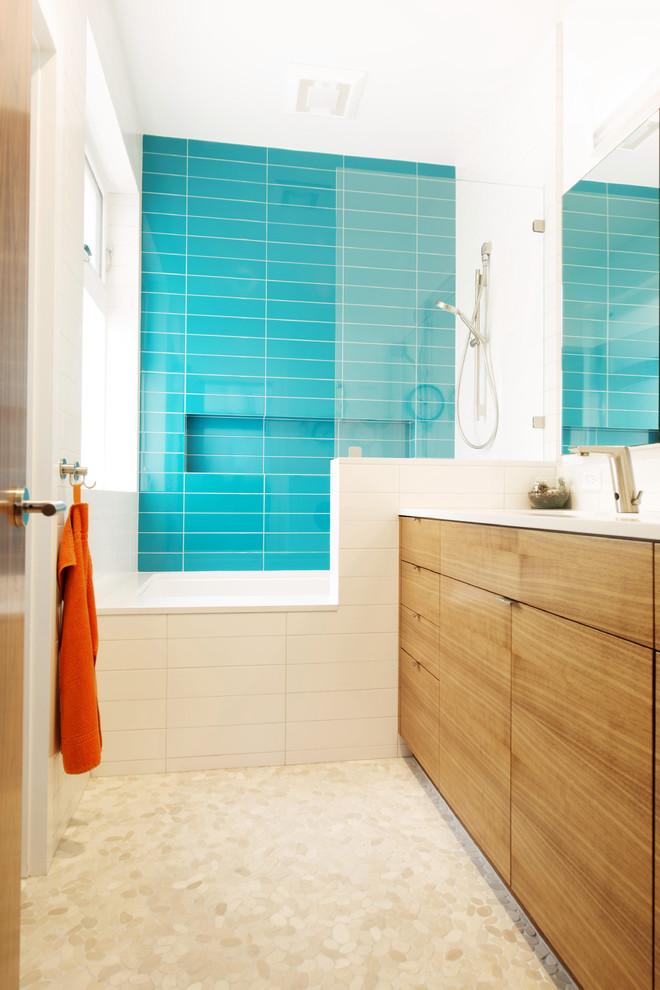 Modern Bathroom Design With Blue Tile