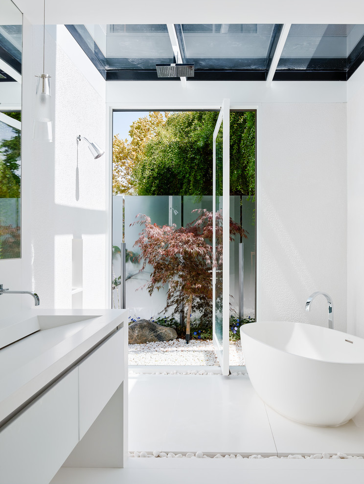 Modern Bathroom Design With White Floors