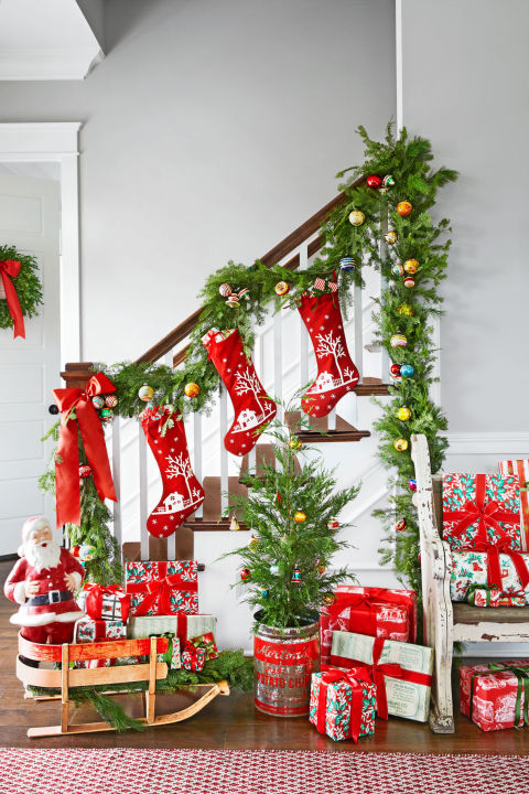 Christmas Colorful Entryway Decoration Ideas