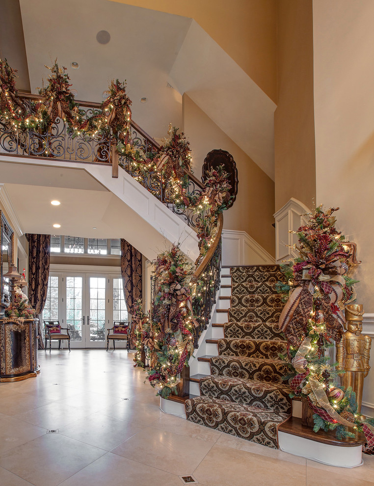 Traditional Staircase Christmas Decoration Ideas