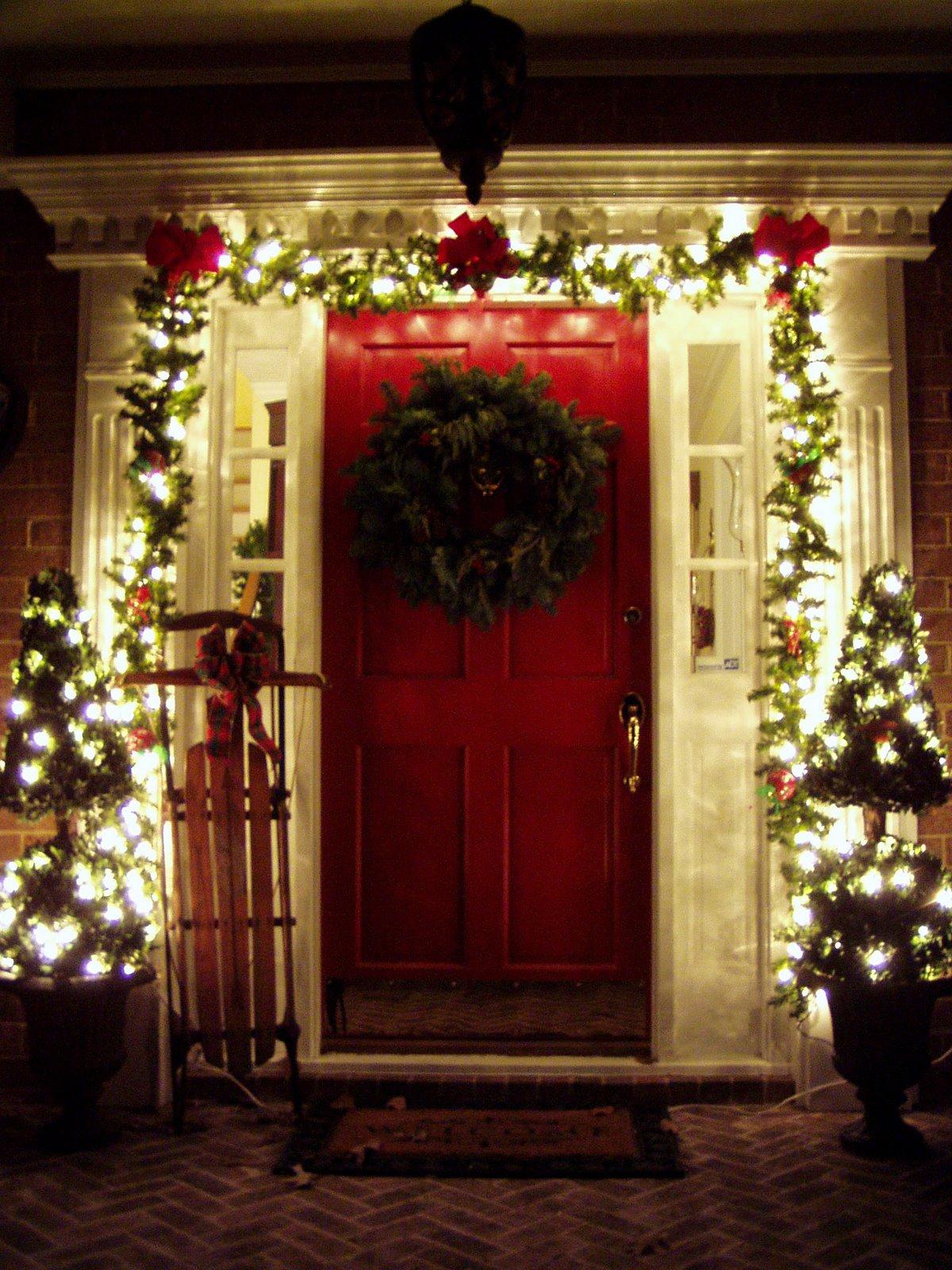 35 Front Door Christmas Decorating Ideas