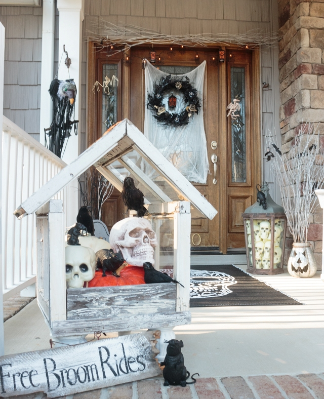 Creative Halloween Porch Decoration