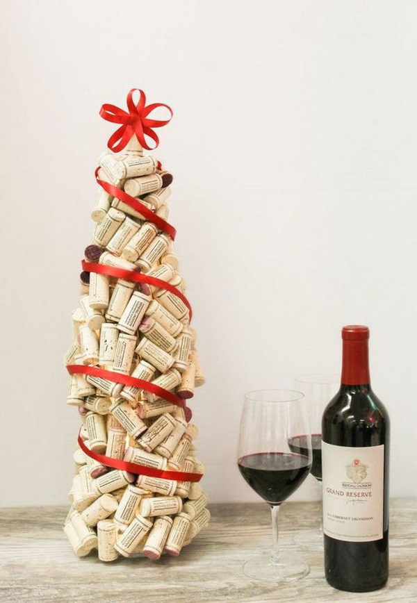 DIY Wine Cork Christmas Tree Thewowdecor