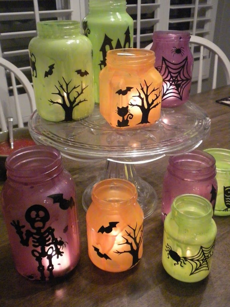 Halloween-Crafts-with-Glass-Jars