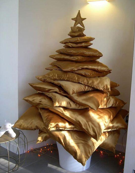 Pillow Stack Christmas Tree Thewowdecor