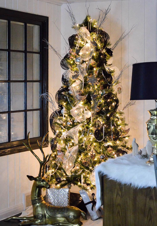 Whimsical Swan Inspired Christmas Tree Thewowdecor