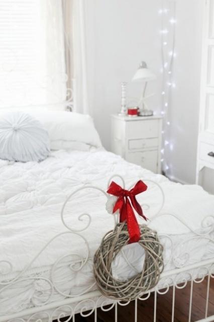 Christmas Bedroom Decor Ideas thewowdecor (19)