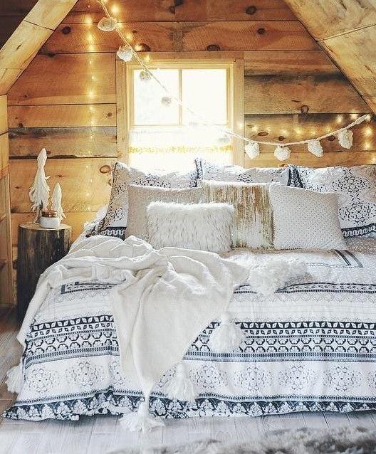 Christmas Bedroom Decor Ideas thewowdecor (39)