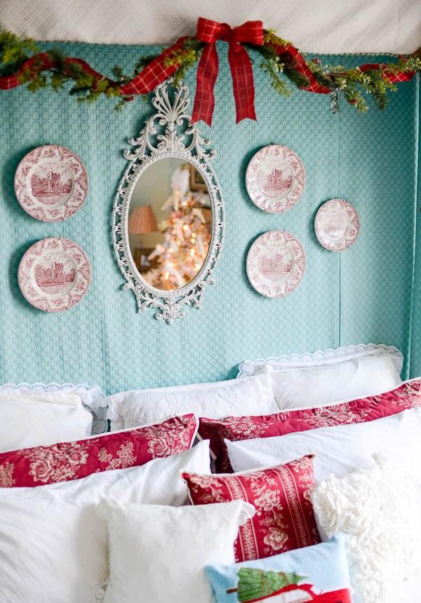 Christmas Bedroom Decor Ideas thewowdecor (42)