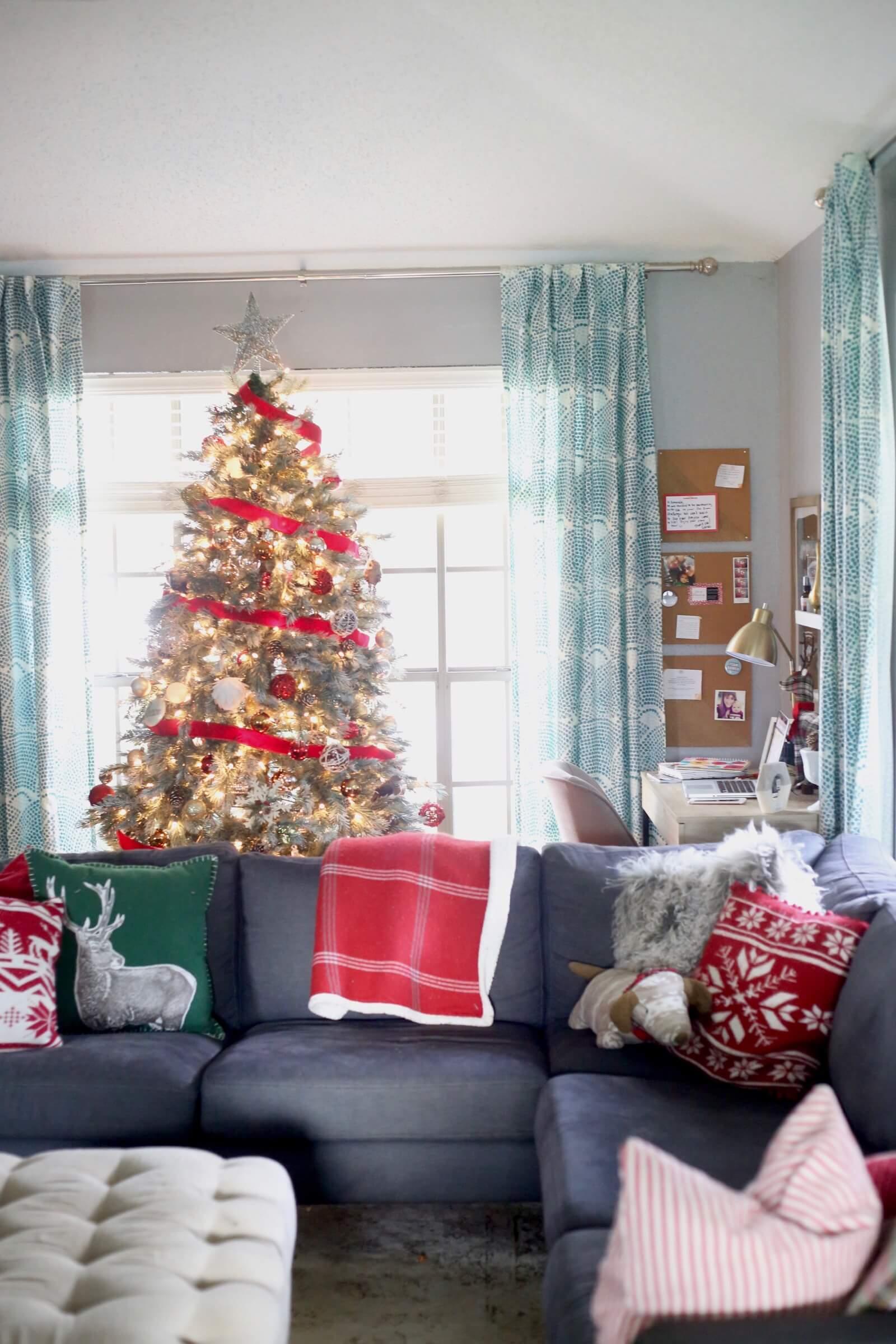 Christmas Living Room Decor Ideas thewowdecor (11)