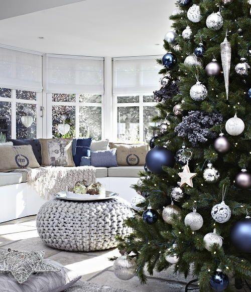 Christmas Living Room Decor Ideas thewowdecor (24)