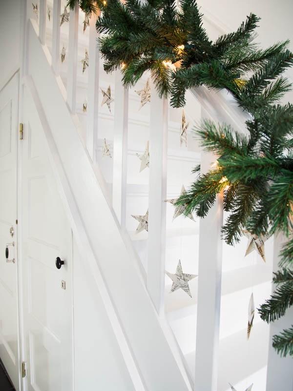 Christmas Stairs Decoration Ideas thewowdecor (16)