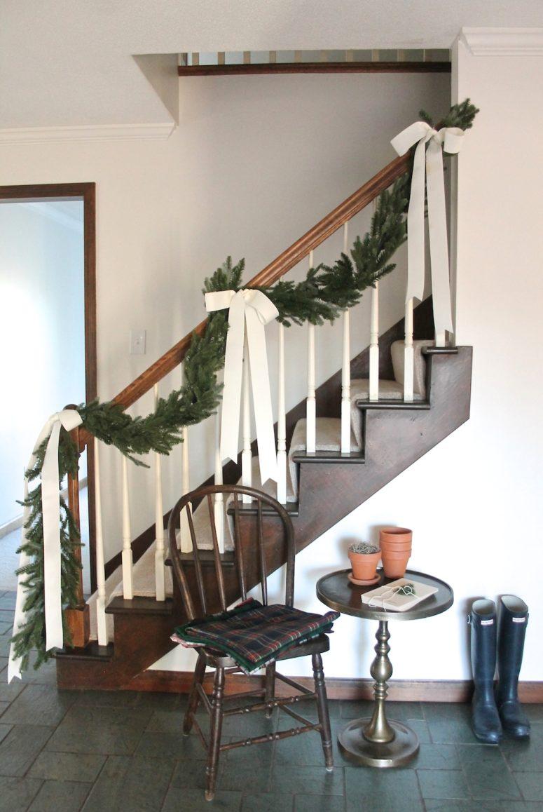 Christmas Stairs Decoration Ideas thewowdecor (17)