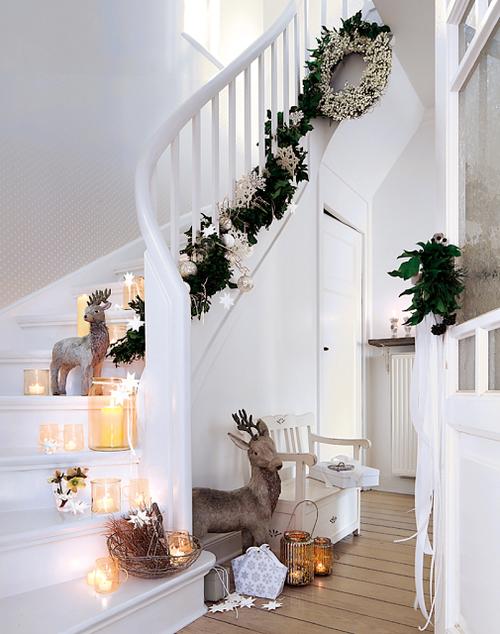 Christmas Stairs Decoration Ideas thewowdecor (2)