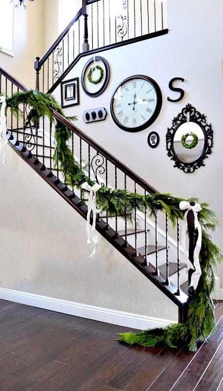 Christmas Stairs Decoration Ideas thewowdecor (22)