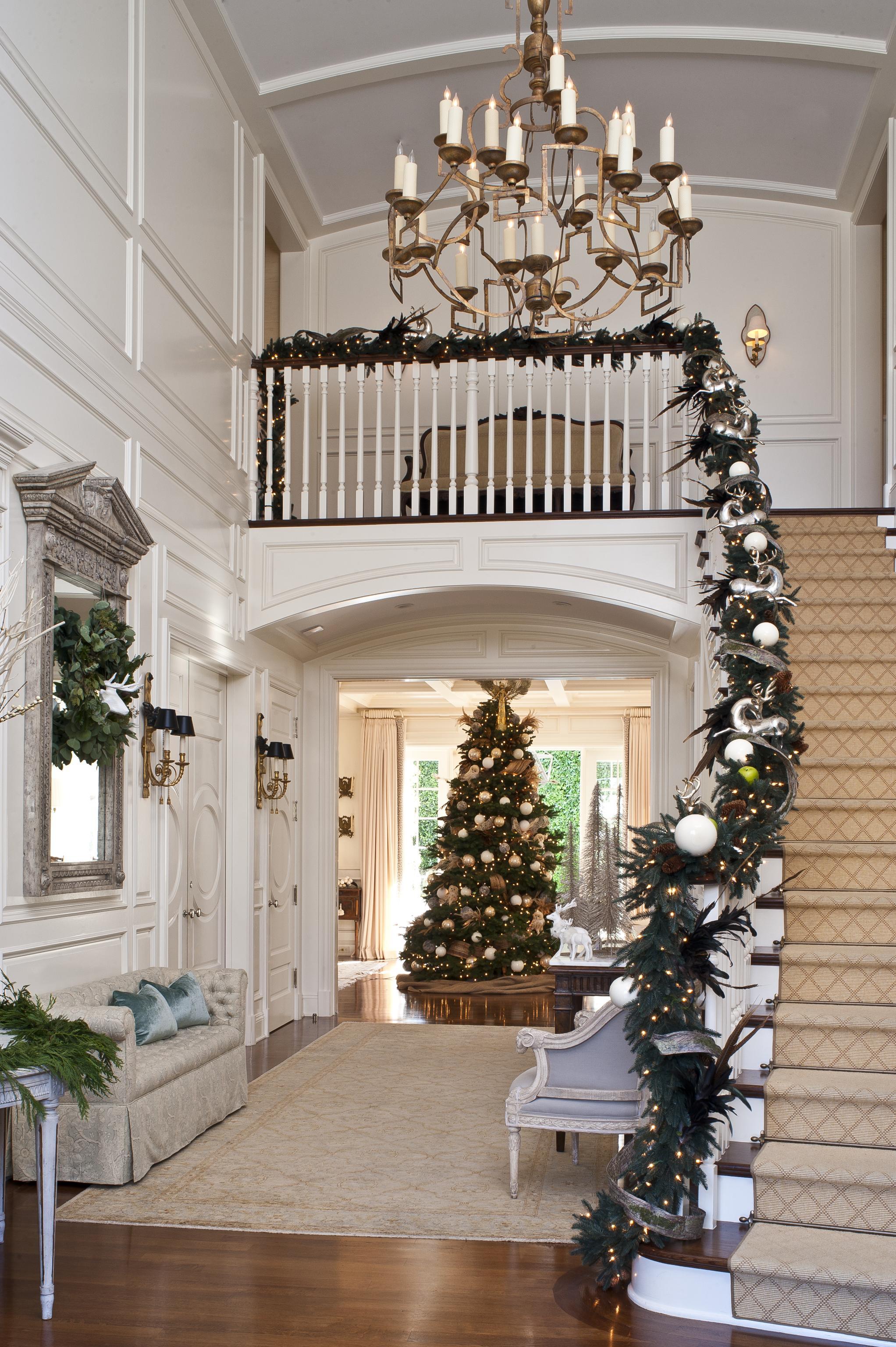 Christmas Stairs Decoration Ideas thewowdecor (27)