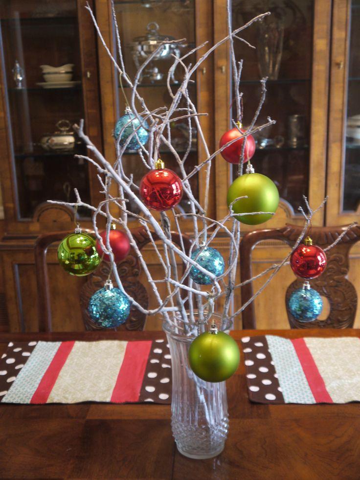 Easy Christmas Table Centerpiece Ideas