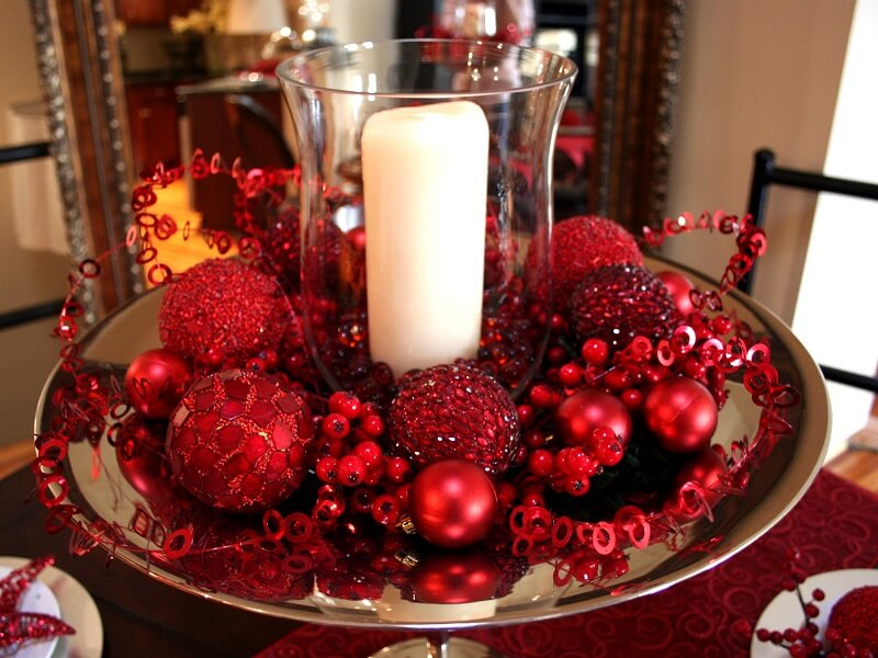 Red Christmas Decoration Ideas with Candles thewowdecor