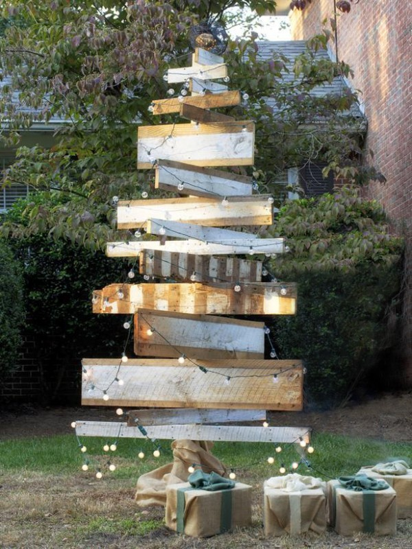 Wooden Christmas Trees Decorating