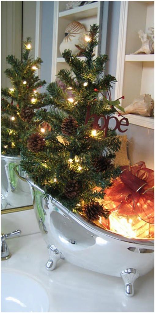 Christmas Bathroom Decorating Idea