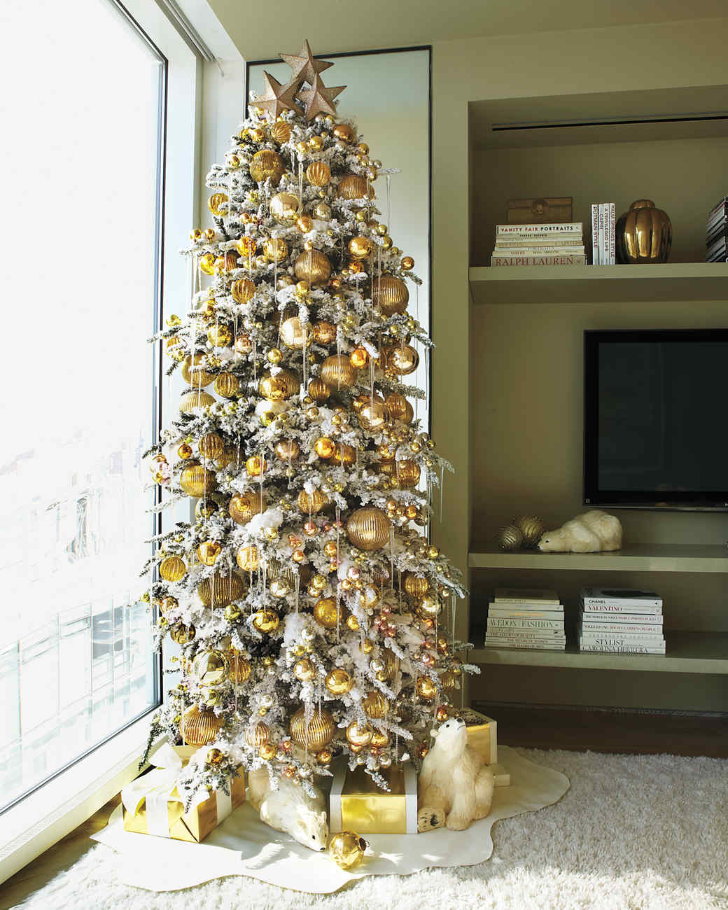 Gold Christmas Decor Ideas (9)