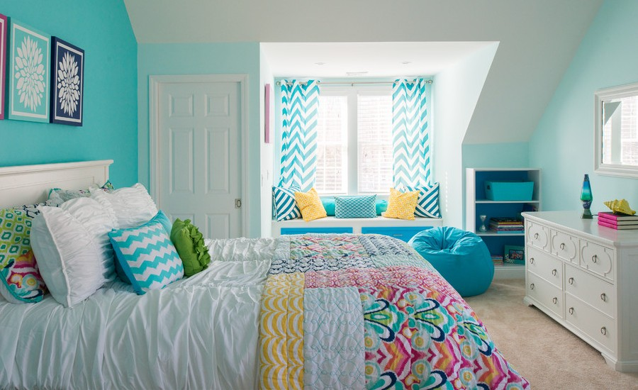Girl's Room With Bright Blue Walls And Colorful Accent Thewowdecor