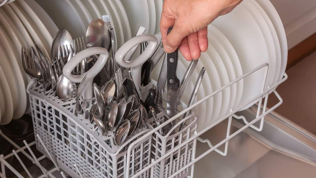 Keep your silver utensils and cutleries in the dishwasher by similar items