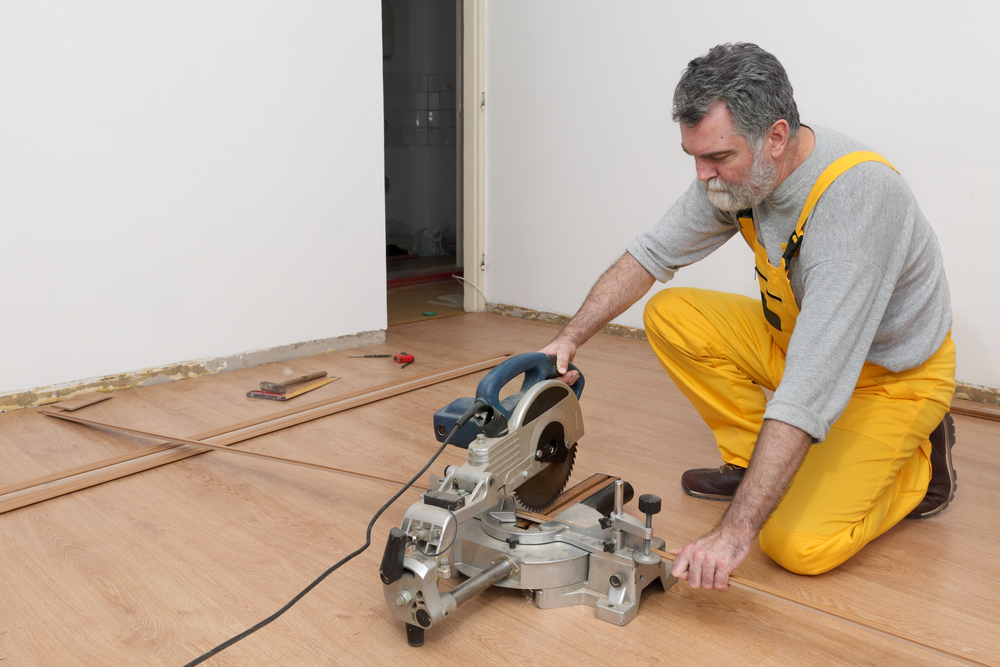 Do you want to cut laminate flooring easily