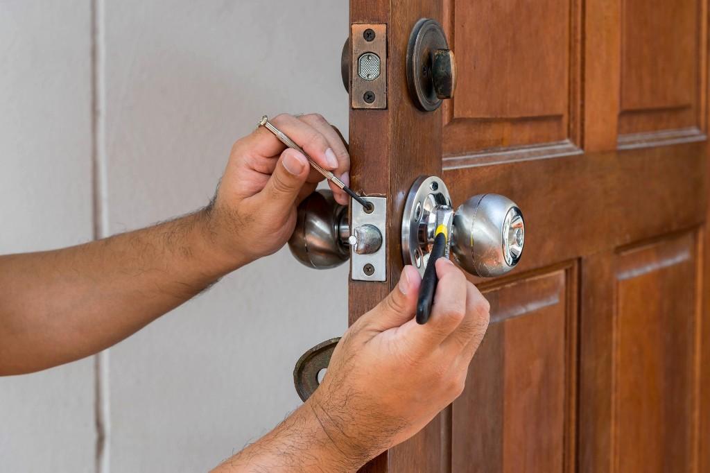 What exactly do emergency locksmiths do