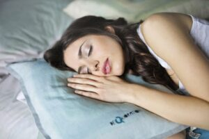 8 Simple Life Hacks for Healthy Sleep and Comfort Bedroom