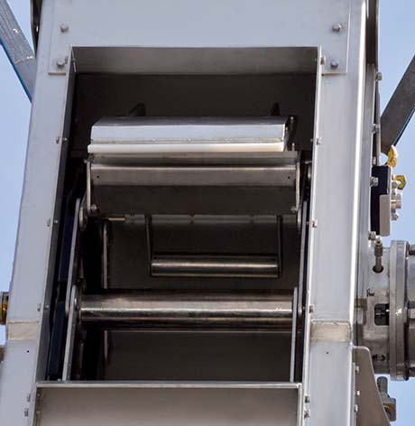 Dry unloading scraper bar