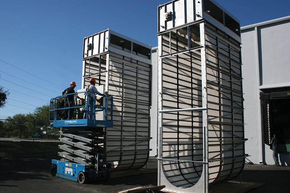Two Great White Center Flow Screens testing at Hydro-Dyne Facility. Fine Screens.