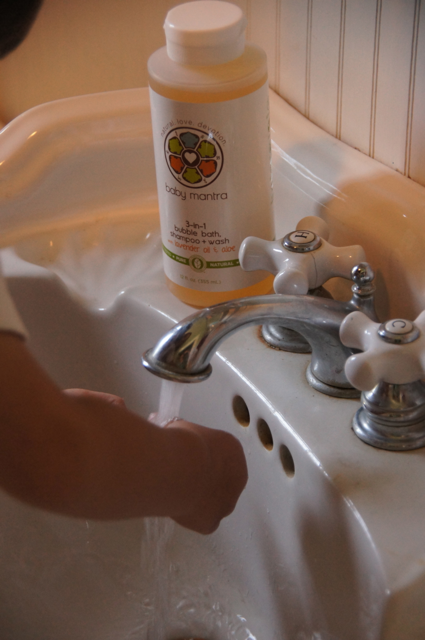 Baby Mantra's 3-in-1 Bubble Bath, Shampoo & Wash is perfect for bath time or for washing up before dinner.