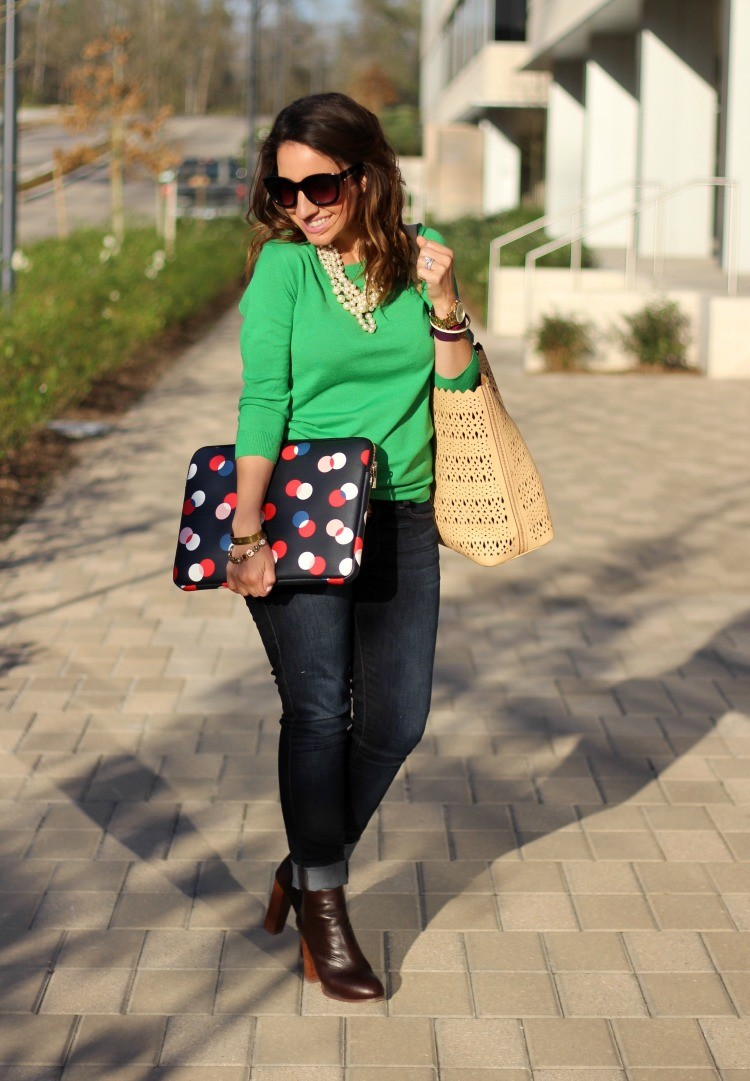 Green Sweater, skinny jeans, booties, and Kate Spade Lab top sleeve
