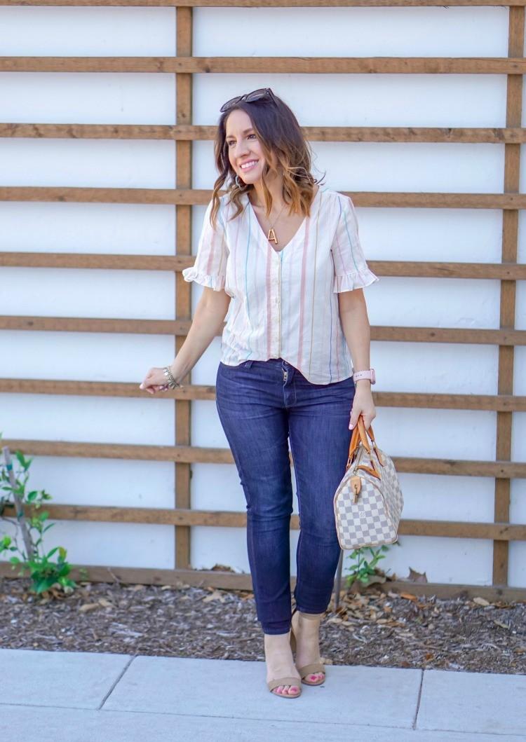 Ruffle sleeve blouse, dark skinny jeans, and heels