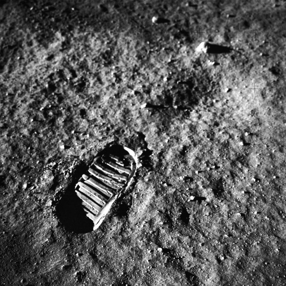 apollo 11 moon landing - first man on the moon