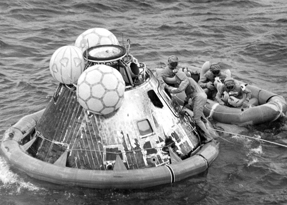 apollow 11 splashdown and recovery